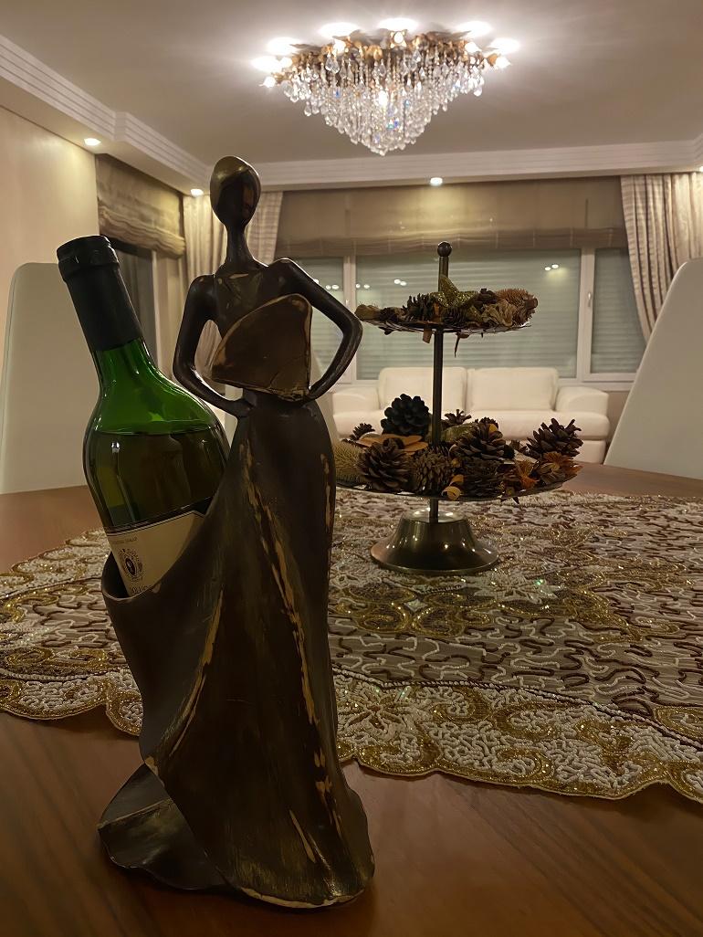 Kadın Figürlü Şaraplık