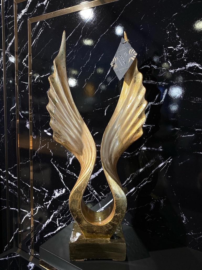 Altın Varak Kanat Heykeli